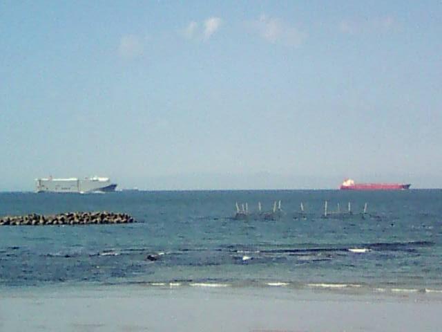 きれいな海と船