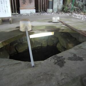 恋の水神社の湧き水